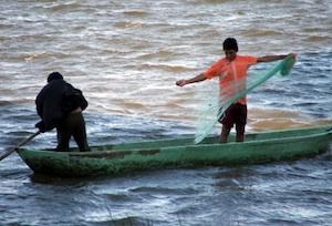 Exigirán prestadores de servicios y pescadores indemnización a Pemex por daño ecológico (20:25 h)
