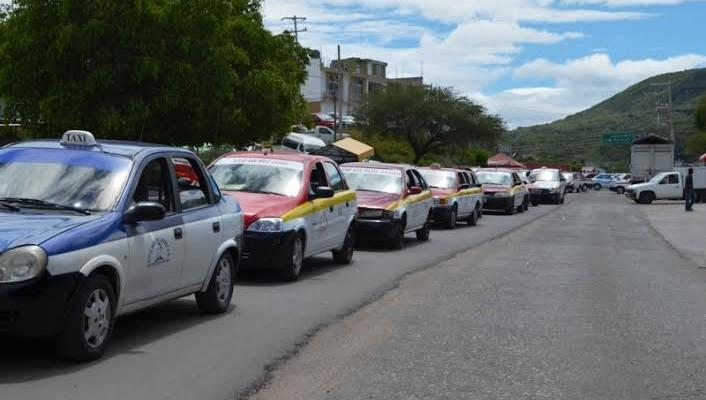Transportistas de Huajuapan realizan marcha caravana a Oaxaca (10:42 h)