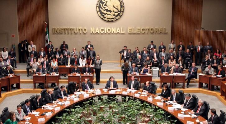 INE privilegia a emisarios de partidos políticos: Cuauhtémoc Blas