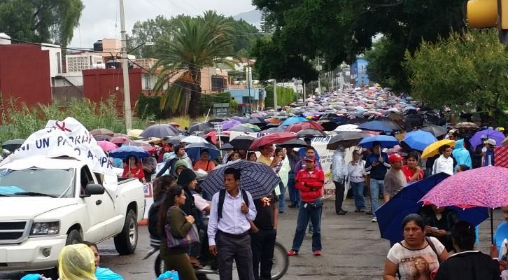 Llegan marchas al Zócalo sin mayores problemas (18:05 h)