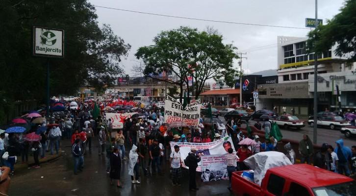 Realiza Sección 22 marcha en contra del II informe de Peña Nieto, parten del Ieepo (16:58 h)