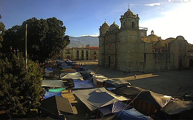 Extienden maestros plantón en el Zócalo de Oaxaca; marcharán del ITO al centro (08:35 h)