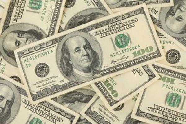 El dólar llega otra vez a los 15 pesos (13:46 h)