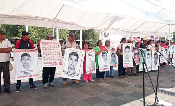 Marcha Seccion 22 y organizaciones en apoyo a Ayotzinapa (17:42 h)