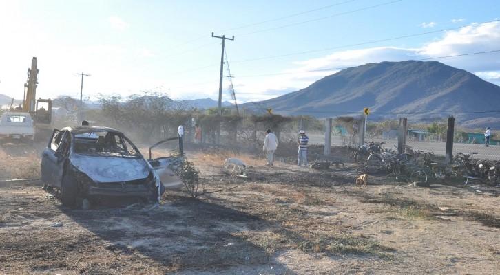 Se registra fuerte incendio en encierro de carros de Salina Cruz (19:30 h)