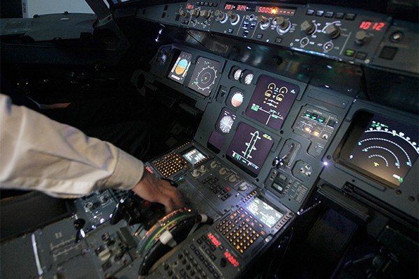 México refuerza seguridad tras avionazo de Germanwings (16: 50 h)