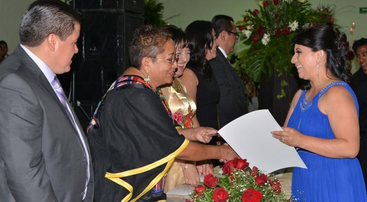 Exhorta Gloria Bautista a egresados de Administración de la UABJO a servir al país (17:30 h)