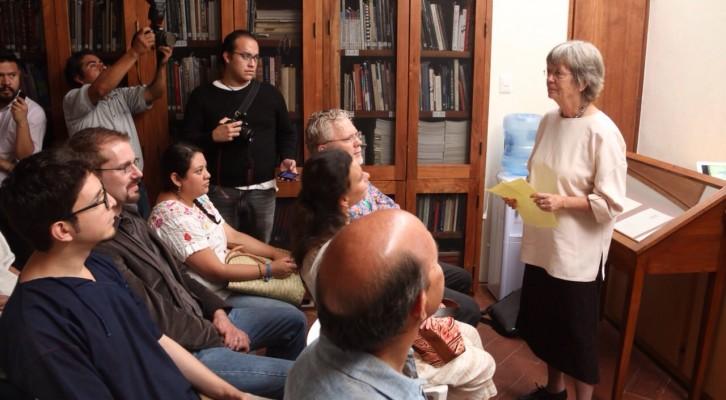 Dona la doctora Kirsten Johnson, 80 años de investigación sobre textiles mexicanos a la FAHHO(14:21 h)