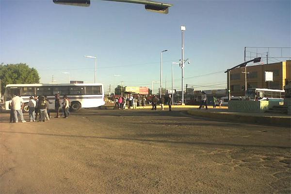 Habitantes de Pueblo Nuevo bloquean Carretera Federal 190 (08:40 h)