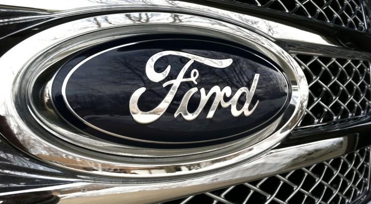 Ford llama a revisión a 390,000 autos por falla en puertas (19:00 h)