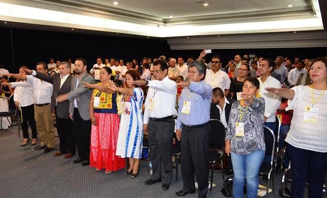 Consejo estatal del PRD toma protesta a sus candidatos a diputados federales (14:43 h)