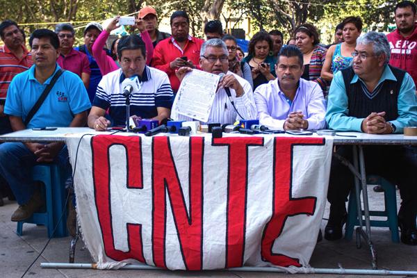 Procuraduría de Oaxaca investiga crímenes de la CNTE (11:10 h)