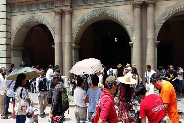 Vecinos del Fortín protestan en Palacio de Gobierno de Oaxaca (12:51 h)