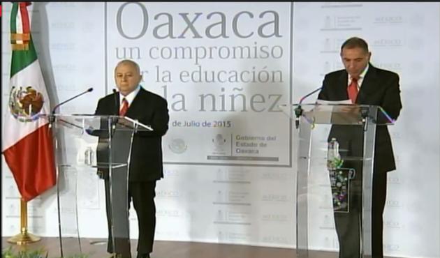 El Estado tiene derecho a rescindir contrato de maestros faltistas: Gabino Cué (09:19 h)