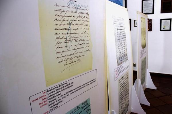 Se exhiben escritos del General Porfirio Díaz Mori en Palacio Municipal (16:46 h)