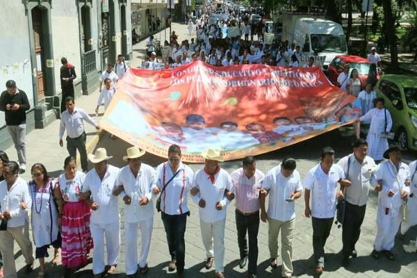 Se moviliza Sección 22 en Oaxaca con marcha-calenda; rechazan evaluación docente (12:24 h)