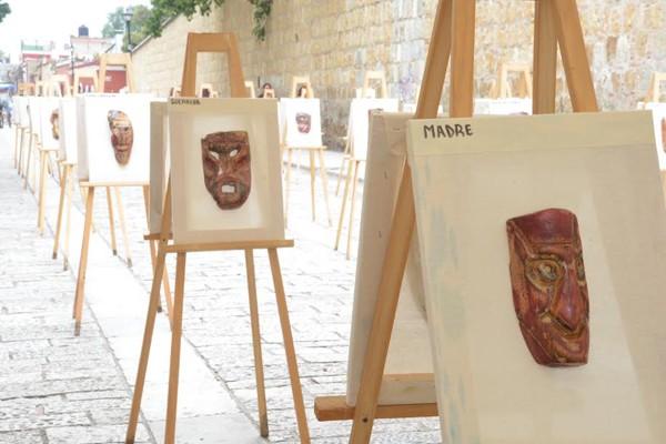 Realizan exposición de máscaras en Oaxaca para pedir cese a violencia contra mujeres (17:15 h)