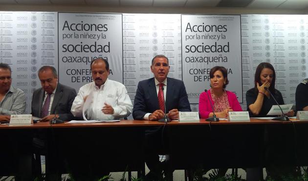 Mil elementos de la Gendarmería rescatarán escuelas de Oaxaca (13:32 h)