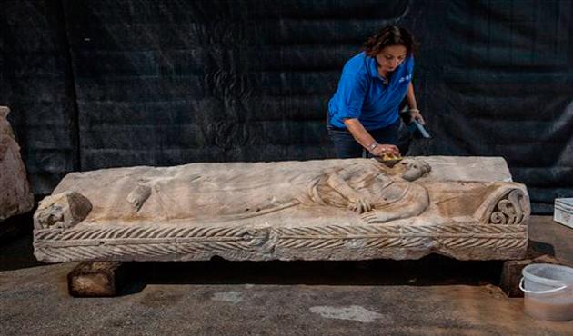Israel descubre sarcófago de mil 800 años de antigüedad (15:32 h)
