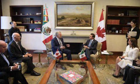 Peña Nieto se reúne con el primer ministro de Quebec en Los Pinos (18:38 h)