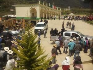 retienen a 17 policias en yuconicoco