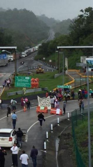 Bloqueo carretero en Ocozacuautla. Foto   @MinutoChiapas